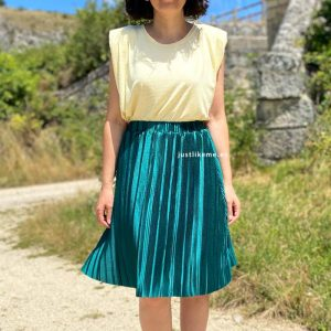 falda plisada turquesa
