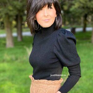 jersey negro abullonado cuello