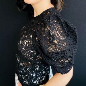 top crochet mangas abullonadas negro
