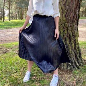falda plisada polipiel negra