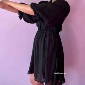 vestido negro boton joya